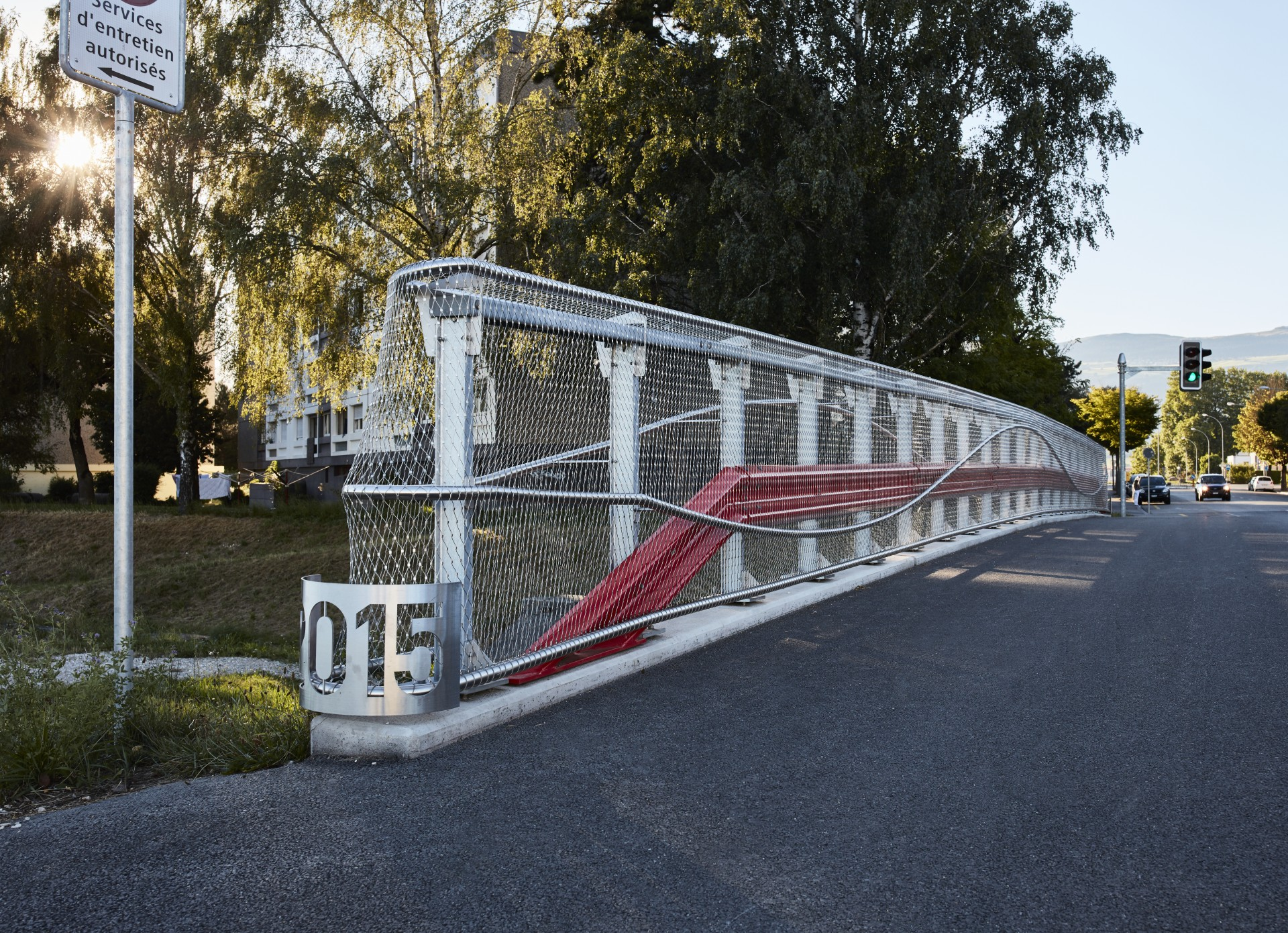 bridge balustrade with wire rope mesh