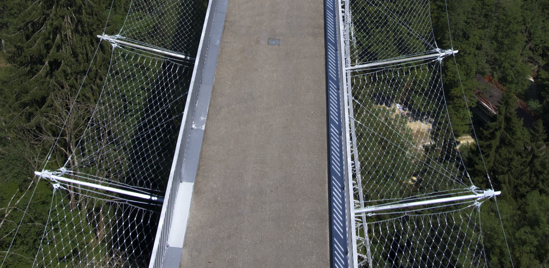 horizontal bridge safety net