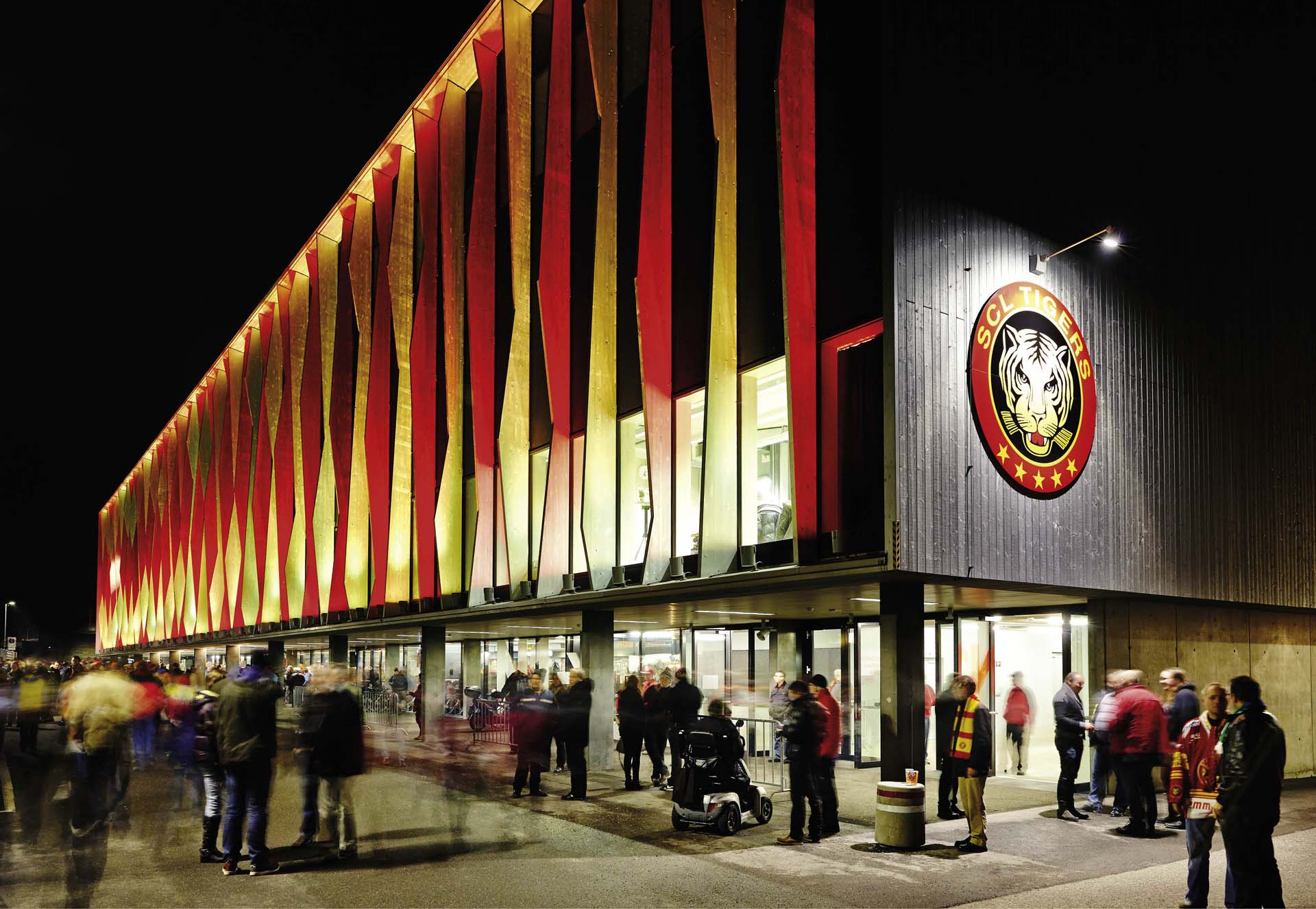 The reconstructed Ilfis Hall at night before a SCL Tigers ice hockey match