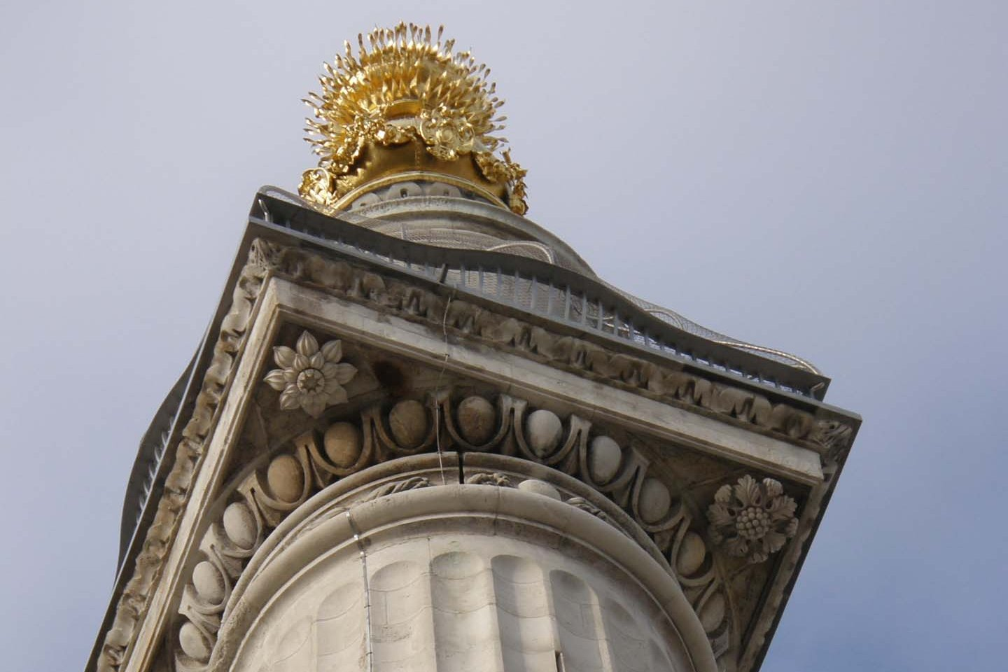 Transparent Webnet securing Monument Tower in London